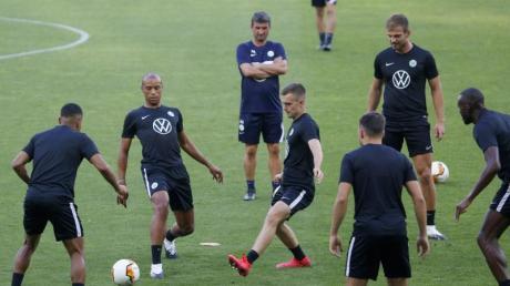 Die Spieler des VfL Wolfsburg beim Training in Kiew.