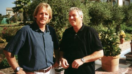 Zwei Augsburger unter spanischer Sonne: Heiner Schuhmann (rechts) bei einem Besuch bei seinem Freund Bernd Schuster, dem deutschen Nationalspieler und Fußball-Europameister von 1980.
