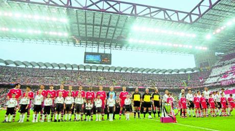 Der 23. Mai 2001, der FC Bayern gegen den FC Valencia: An diesem Abend leitete der Komponist Tony Britten den Chor, der die Hymne der Champions League sang.