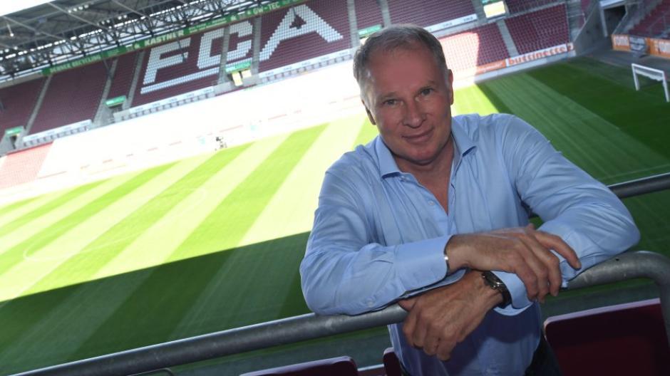 Stefan Reuter, Geschäftsführer des FC Augsburg, bezieht Stellung zum Abgang von Daniel Baier und Andreas Luthe.
