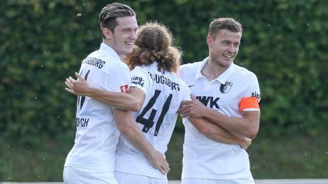 Hatten am Samstag gut lachen (von links): Michael Gregoritsch, Tim Civeja und Alfred Finnbogason nach dem 9:0-Sieg gegen Heimstetten.