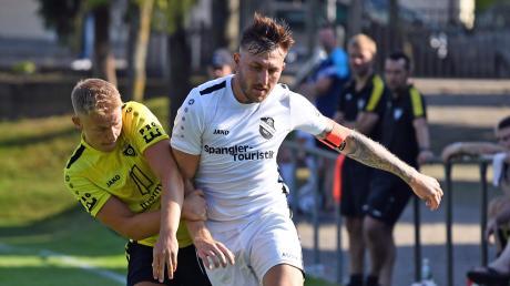 Perfekter Auftakt: Sebastian Rutkowski (rechts) und der FC Ehekirchen kamen in ihrem ersten Test gegen den TSV Gersthofen zu einem 3:1-Erfolg.