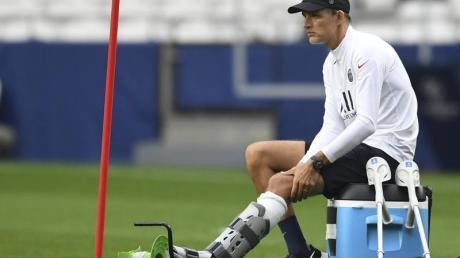 Wird gegen Atalanta Bergamo trotz seiner Fußverletzung an der Seitenlinie stehen: Trainer Thomas Tuchel von Paris Saint-Germain.