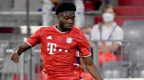 Hat leichte Adduktorenprobleme: Alphonso Davies vom FC Bayern München in Aktion.