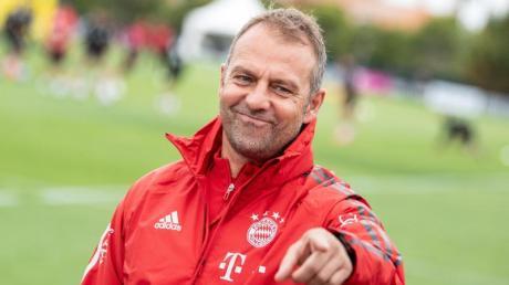 Bayern-Trainer Hansi Flick trifft am Freitag mit seinem Team auf den FC Barcelona.