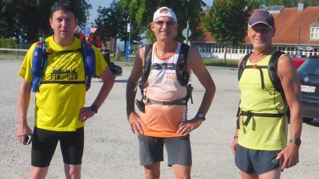 Erfolgreiche Läufer: (von links) Andreas Greppmeir, Bernhard Manhard und Karl-Heinz Berger vor dem Start am Ammersee.