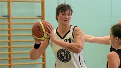 Jetzt ist auch Passen wieder erlaubt: TVA-Trainerin Mirijam Unger bereitet die Basketballerinnen auf die neue Spielzeit vor.