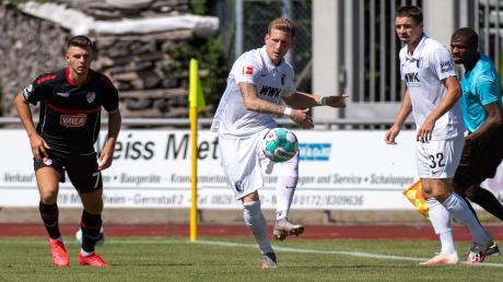 André Hahn (Mitte) zeigte wie gewohnt vollen Einsatz in der Partie gegen Türkgücü München.