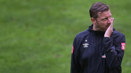Alle Augen auf den Trainer: Nach einer verkorksten Saison muss Florian Kohfeldt die Bremer wieder in die Spur bringen.