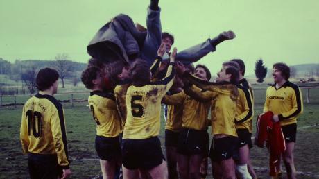 Im April 1983 schaffte der SV Neuburg die Sensation: In der sechsten Runde des DFB-Pokals warfen die Schwarz-Gelben die TSG Thannhausen aus dem Rennen.