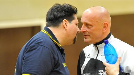 Nase an Nase vor Corona-Zeiten: TVD-Abteilungsleiter Martin Lodner (links) bei einem Verbandsoberliga-Spiel im Plausch mit Vilshofens ehemaligem Zweitliga-Spieler Martin Pytlik.