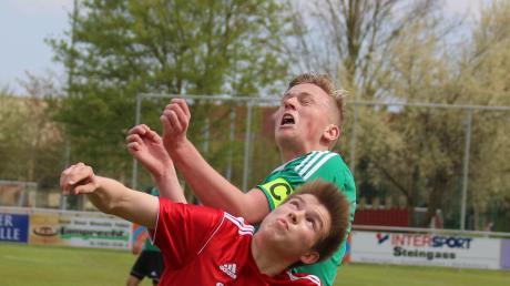 Robin Welchner (im roten Trikot) erzielte beim 5:1-Sieg der SpVgg Deiningen über den BC Huisheim drei Tore.