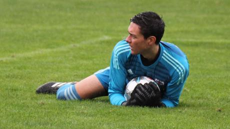 Friedbergs Torhüter Markus Zimmermann musste beim Spiel in Adelzhausen gleich sieben Mal hinter sich greifen.