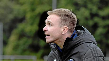 Gleich das erste Spiel seiner Mannschaft fällt den bayerischen Corona-Bestimmungen zum Opfer. Trainer Tim Hille vom TSV Obenhausen sieht den Neustart auch generell kritisch.