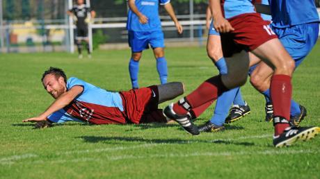 Eine Bauchlandung, wie sie hier Daniel Scheider beim 1:2 im Heimspiel gegen den SV Reimlingen erlebte, will der SV Holzheim nach dem Re-Start in der Kreisliga Nord unbedingt vermeiden.