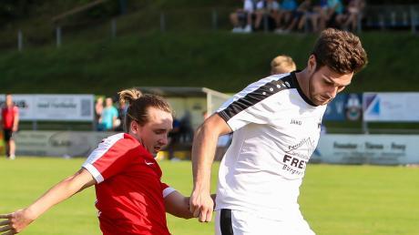 Klare Angelegenheit: Fabian Fetsch (rechts) feierte mit dem TSV Burgheim einen 8:2-Sieg gegen die SpVgg Riedlingen.