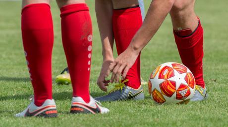 Die Fußballer im Kreis Zugspitze beginnen den Neustart mit einer Englischen Woche. Auf die Mannschaften im Landkreis Landsberg kommt damit nach der langen Pause ein straffes Programm zu.
