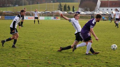Lang ist's her: Am 24. November 2019 wurde die bisher letzte Partie in der Kreisklasse mit Walkertshofen gegen Langenneufnach bestritten. Nun dürfen die Kicker endlich wieder dem runden Leder nachjagen.