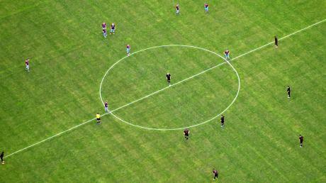 Die Allgäuer Fußballer – von den Herren über die Damen bis hin zu den Junioren – stehen bereit: Ab Samstag dürfen sie wieder um Punkte und vor Zuschauern spielen.