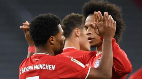 Tempo, Tore, Tricks: Serge Gnabry (l) und Leroy Sane sind das neue Traumduo des FC Bayern München.