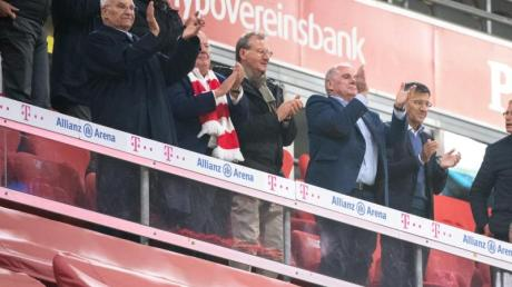 Jubeln ohne Abstand: Die Bayern-Spitze beim Sieg gegen Schalke 04.