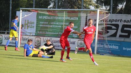 Der routinierteste Angreifer im Team des TSV Aindling hat mal wieder zugeschlagen. In dieser Szene bejubelt Simon Knauer das 1:0 gegen den SV Holzkirchen, das auch den Endstand in dieser Bezirksligapartie darstellte. Foto: Melanie Nießl