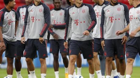 Die Spieler des FC Bayern München beim Abschlusstraining in der Puskás Arena.