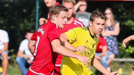 Gastiert mit dem FC Zell/Bruck am Sonntag in Staudheim: Neuzugang Christopher Eichel (links).