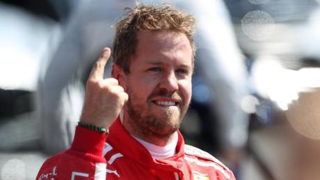 Mit dem erhobenen Zeigefinger feierte Sebastian Vettel stets seine Erfolge. Den letzten Sieg fuhr der Ferrari-Pilot vor über einem Jahr ein.