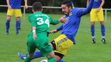 Vollen Einsatz zeigt hier Tuncay Havur vom SV Holzkirchen (rechts). Am morgigen Sonntag empfängt der SVH den TSV Wertingen.