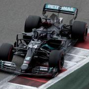 Ist der Favorit beim GP von Bahrain: Lewis Hamilton. Hier finden Sie die Infos rund um Zeitplan, Termine, Strecke und Übertragung im Live-TV und Stream.
