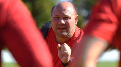Stadtbergens neuer Trainer Klaus Raßhofer musste mit seiner Mannschaft bei der Heimpremiere eine 1:3-Niederlage gegen den TSV Steppach hinnehmen.