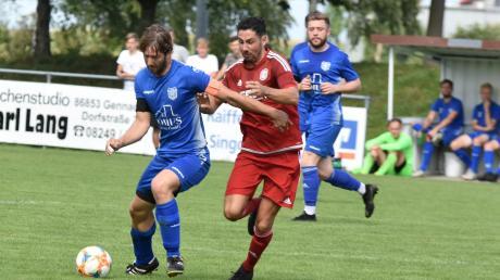 Die Langerringer Spieler (am Ball Lukas Müller) müssen am Sonntag zum Verfolgerduell nach Anhausen.