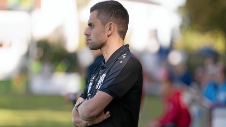 Ernüchternde Aussichten: Beim 0:2 gegen den SV Schalding-Heining musste Trainer Alex Käs mitansehen, wie sich seine Mannschaft vergeblich mühte.