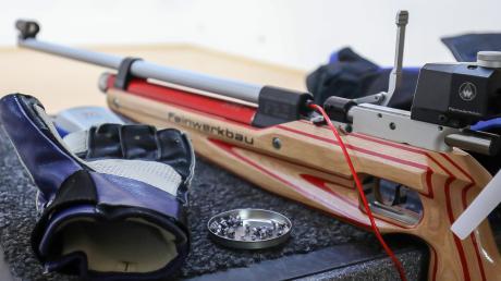 Die Luftgewehre müssen beiseitegelegt werden: Der Schützengau Pöttmes-Neuburg hat den Start der Rundenwettkampfsaison verschoben.