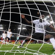 Deutschland trifft im Rahmen der UEFA Nations League Spiele am 17.11.2020 auf Spanien. Wann die Partie live im Free-TV, auf ARD/ZDF oder RTL zu sehen sein wird, erfahren Sie hier.