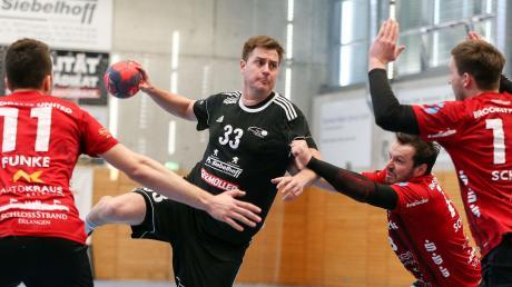 Lang liegt das bislang letzte Ligaspiel der Bayernliga-Handballer des TSV Friedberg zurück. Am Samstag starten Fabian Abstreiter (Mitte) und Co. in die neue Saison.