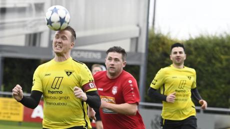 Eigentlich wollte der SC Bubesheim um Kapitän Patrik Merkle (in rot) beim TSV Gersthofen punkten. Nach der Pleite ist die Psyche angeknackst.