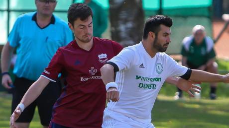 Möchte am Sonntag in Wagenhofen mit einer konzentrierten Defensiv-Leistung zurück in die Erfolgsspur: SVS-Spielertrainer Dieter Deak (rechts).