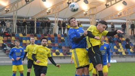Gut zu tun hatte die Abwehr des Tabellenführers TSV Gersthofen mit Christoph Wagemann, Enis Ciritci und Andreas Durner (von links) beim 3:1-Heimsieg gegen Schlusslicht SV Holzkirchen.