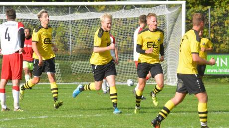 Der TSV Leitershofen ist wieder im Vorwärtsgang. Hier bejubeln Alexander Wiedersatz, Fabian Zimmermann, Torschütze Felix Zimmermann und Martin Tomasevic (von links) den 1:0-Führungstreffer gegen den SV Ottmarshausen.