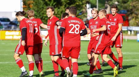 Strahlende Gesichter: Die Kicker des Tabellenführers SC Rohrenfels ließen im Aufeinandertreffen mit dem FC Illdorf nichts anbrennen und behielten mit 4:0 die Oberhand.