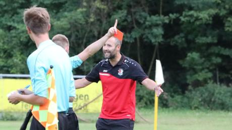 Beim Hinspiel die Rote Karte gesehen: Wertingens Trainer Christoph Kehrle.