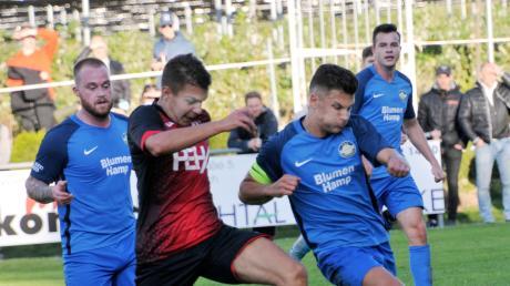 Obenhausens Mannschaftskapitän Jan Freybott (am Ball) erzielte zwar den Führungstreffer seines TSV, Tiefenbach drehte den Rückstand allerdings und gewann am Ende mit 3:1.