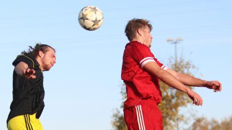 Der SV Schlingen (links) kassierte beim 1:3 gegen die SG Kirchdorf/Rammingen im Ligapokal die erste Niederlage und verpasste damit den Sprung auf Platz eins der A-Klassen-Gruppe 3.