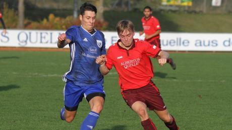 Keinen Sieger gab es im Derby zwischen dem TSV Dasing II (rote Trikots) und dem FC Laimering-Rieden.