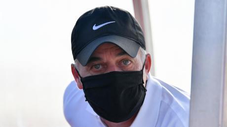 Merings Co-Trainer Gerald von Zehmen hält sich bei den Spielen an die Maskenpflicht. Mal schauen, wie viele es 2020 noch sein werden.