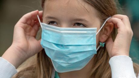 Die Corona-Ampel zeigt dunkelrot. Im Landkreis Günzburg müssen deshalb ab 29. Oktober 2020 alle Schüler einen Mund-Nase-Schutz tragen. Für die Bürger in der Region bleibt es nicht bei dieser zusätzlichen Vorgabe.