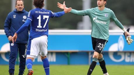 Der FC Schalke 04 um Torwart Frederik Rönnow, Benjamin Stambouli und Trainer Manuel Baum (r-l) möchte endlich drei Punkte.