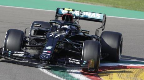 Der Finne Valtteri Bottas vom Team Mercedes AMG Petronas startet in Imola von der Pole-Position.